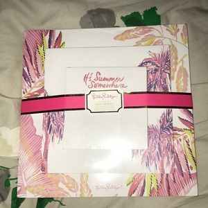 Brand new in package Lilly Pulitzer note set